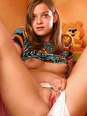 Firm teenage girl toying her slit